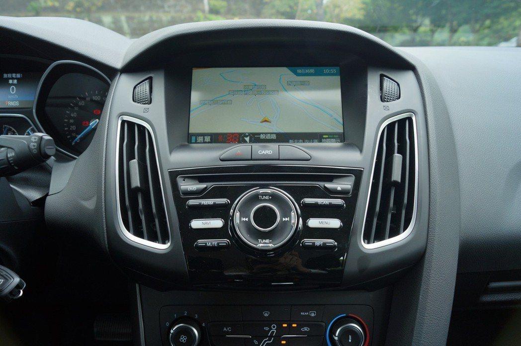 黑潮特仕版的車機,集導航、藍芽影音系統、1080P行車紀錄器於一身,讓您不用額外改裝。 記者趙駿宏/攝影