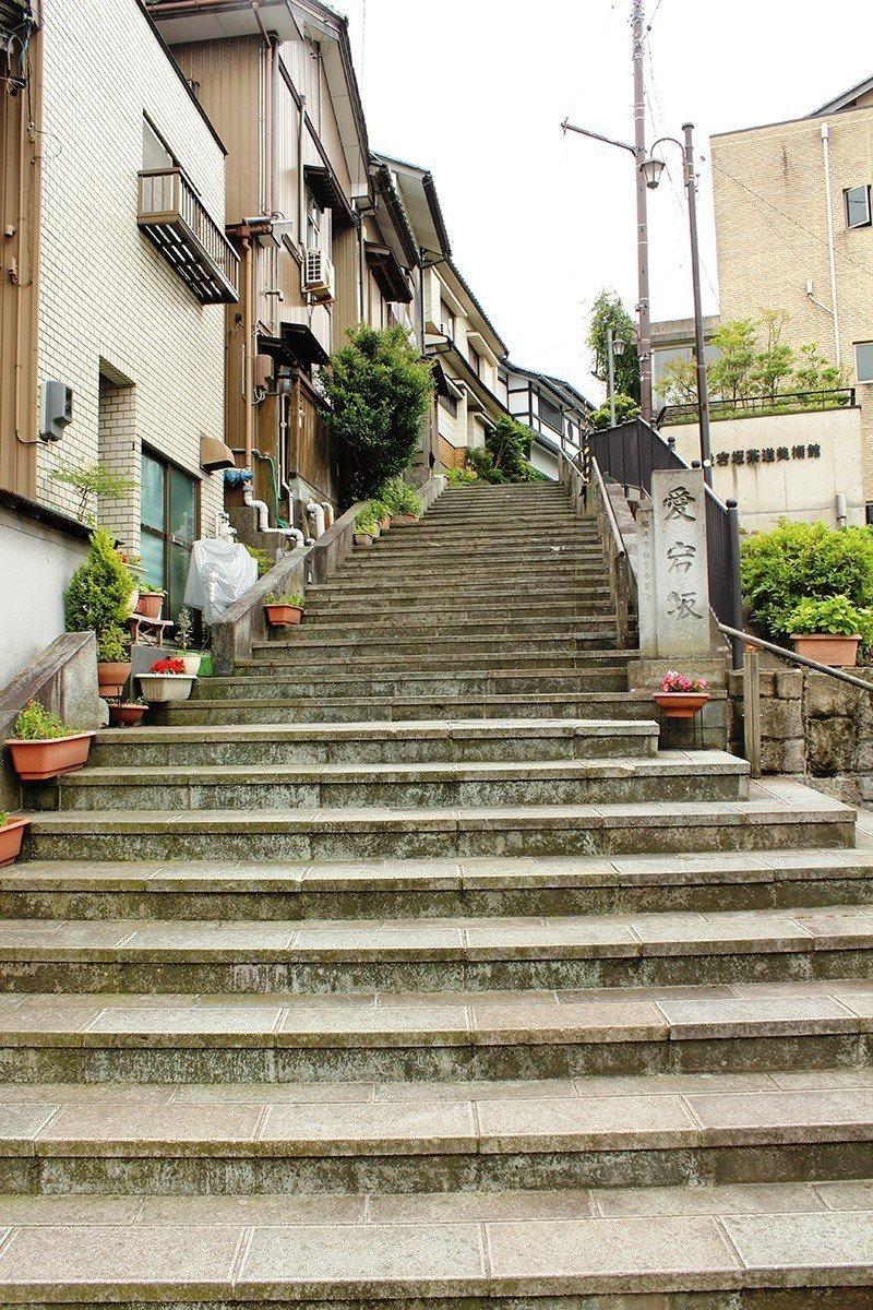 沿著愛宕坂往上就是足羽山公園。