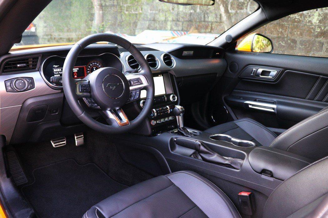 Mustang的內裝在小改款之後依然維持不錯的戰鬥感。 記者陳威任/攝影