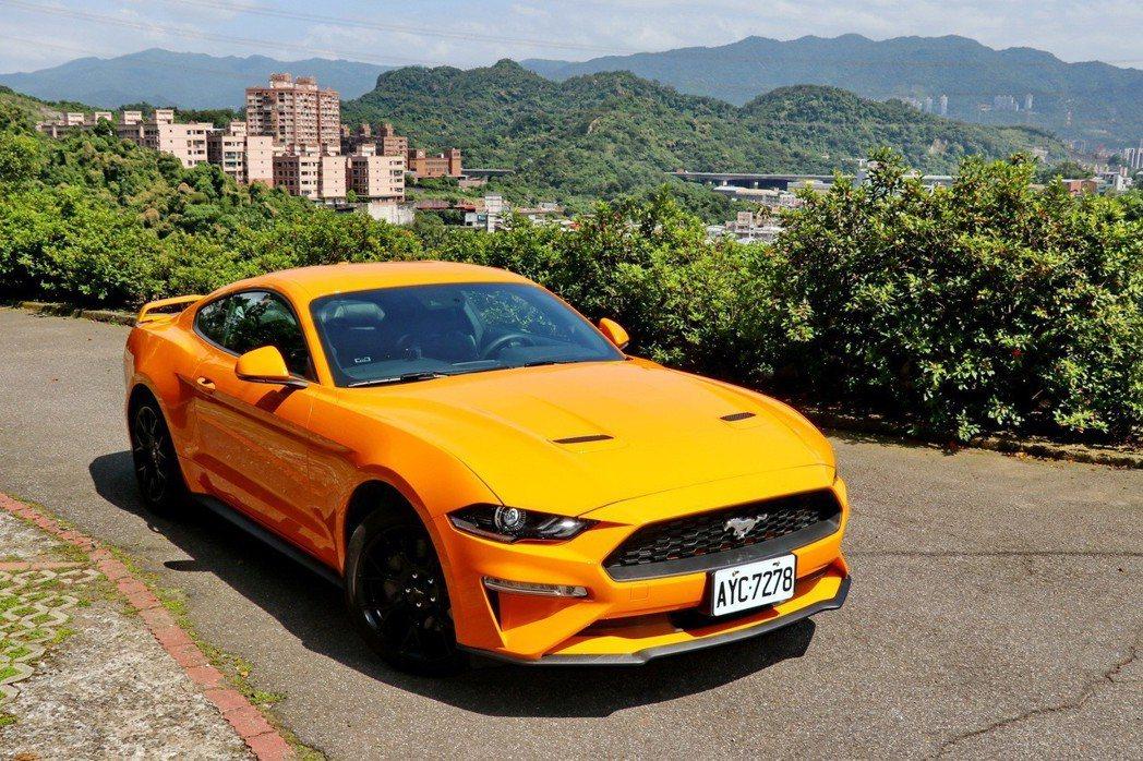 Ford Mustang在經典外型設計之餘,又增添全新特色。 記者陳威任/攝影