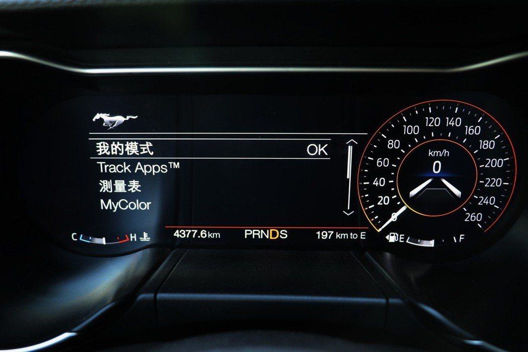 新增Pony Button野馬快捷鍵,可選取MyMode個人化模式、TrackApp賽道模式、Line Lock暖胎前輪鎖、MyGauge測量表、MyColor多彩氣氛燈。 記者陳威任/攝影