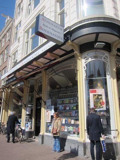 從外觀看就很有時代感的雅典娜書店。 宋宜馨