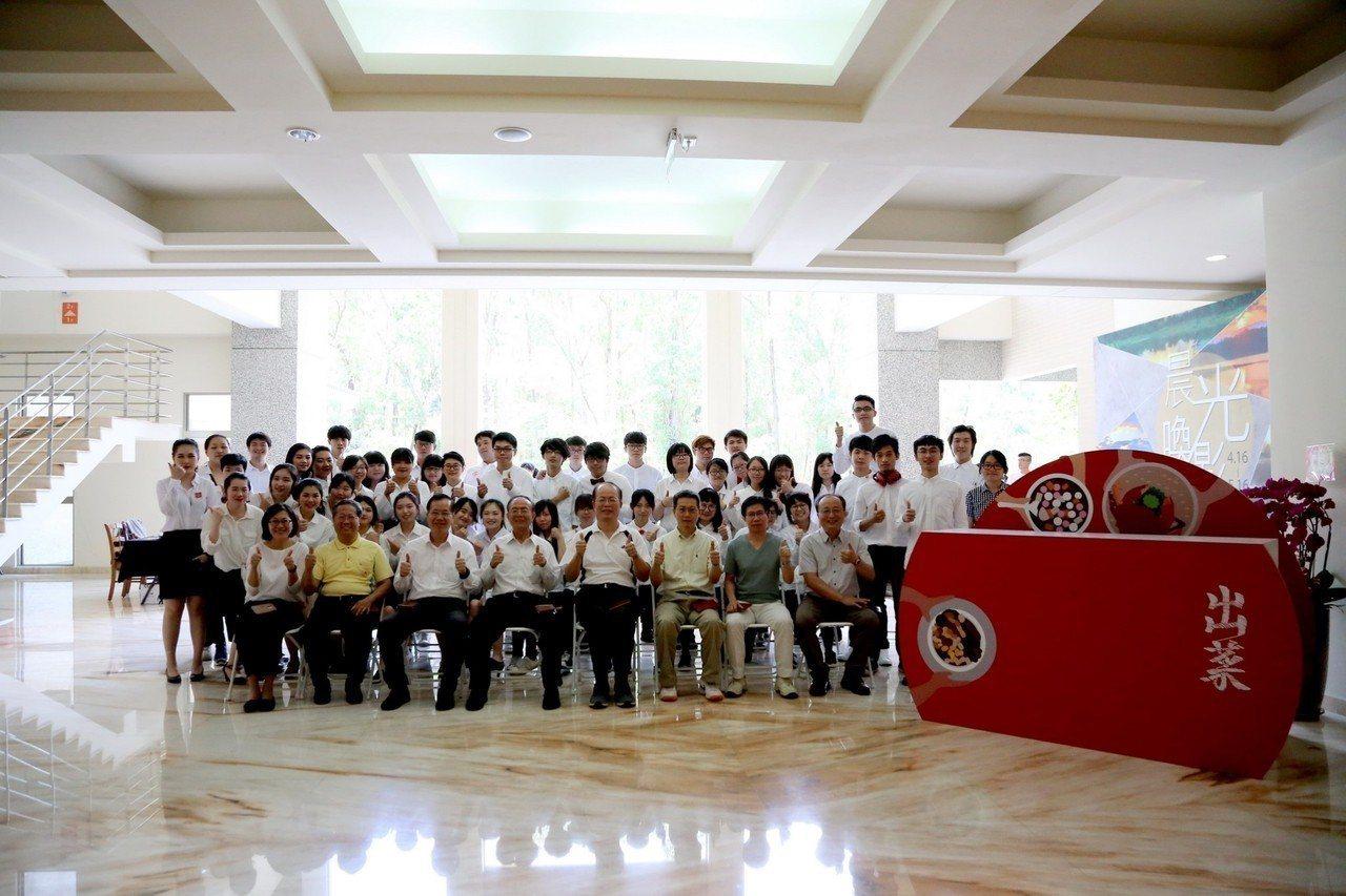南華大學創意產品設計系畢業巡迴展,作品有家具、工藝、生活產品、概念設計及室內設計...