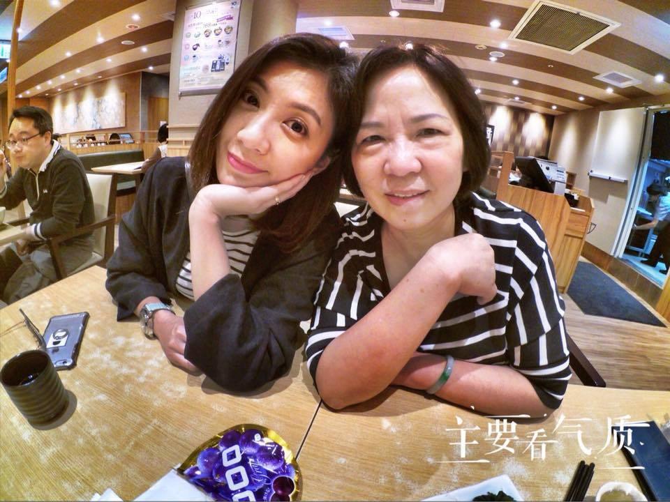 賈靜雯與媽媽合照。圖/摘自臉書