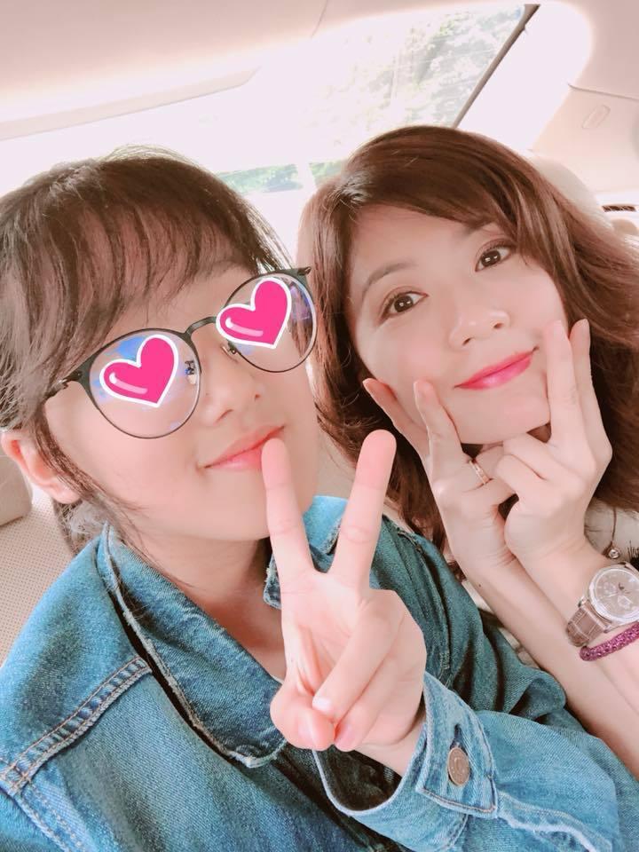 賈靜雯與大女兒Angel。圖/摘自臉書