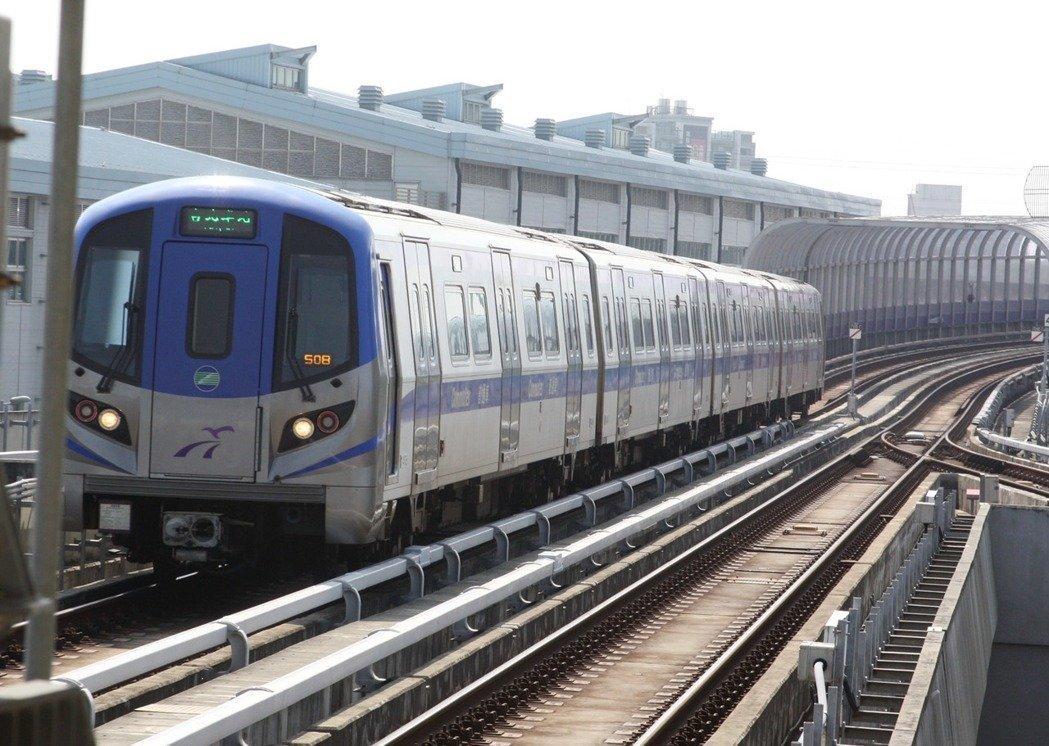 網友詢問為何台灣大眾運輸發展比南韓落後20年,網友回應因為台灣人只想要「佛系捷運」。圖/報系資料照