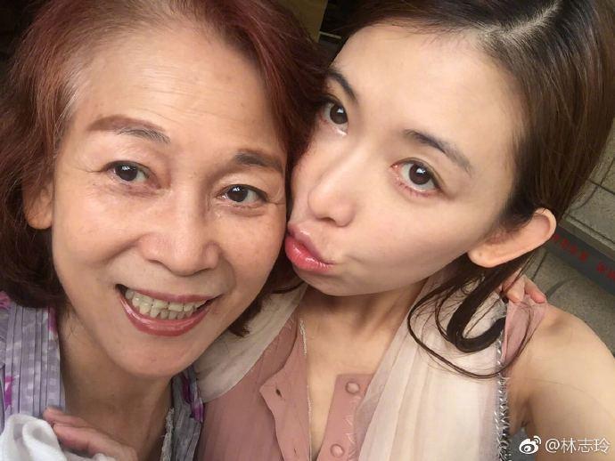 林志玲與媽媽吳慈美過母親節。圖/摘自微博