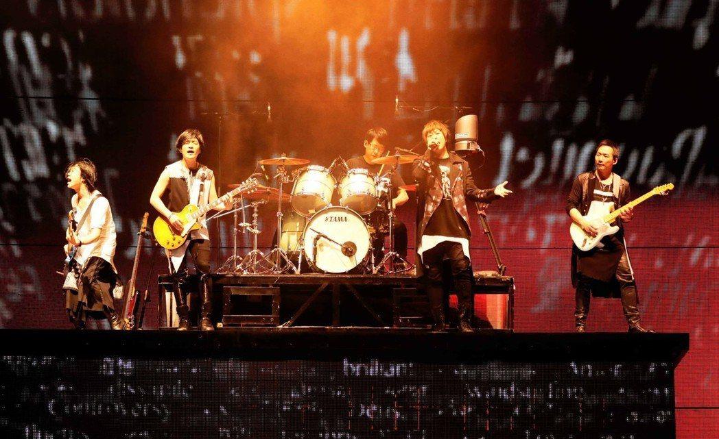五月天母親節在香港開唱。圖/相信音樂提供
