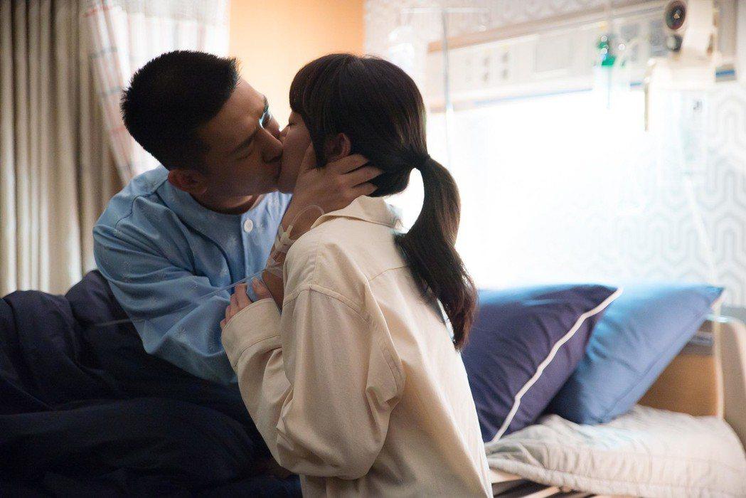 林秀晶、劉亞仁在戲中也有親密戲。圖/東森提供