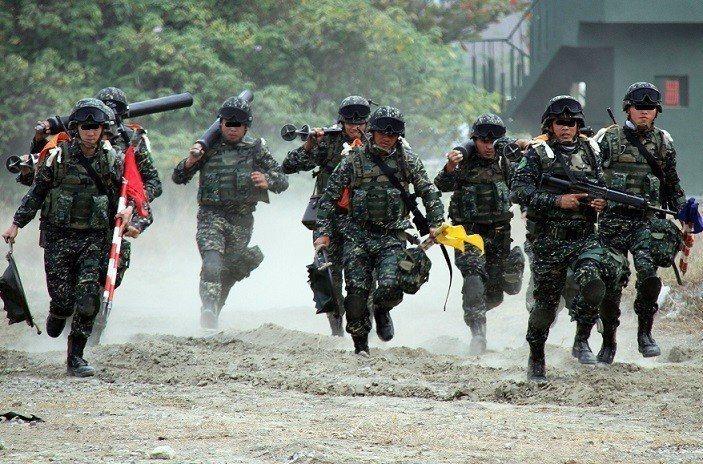 台灣民主基金會之前研究報告指稱,近7成國人願為保衛台灣而戰,引起各界議論。...