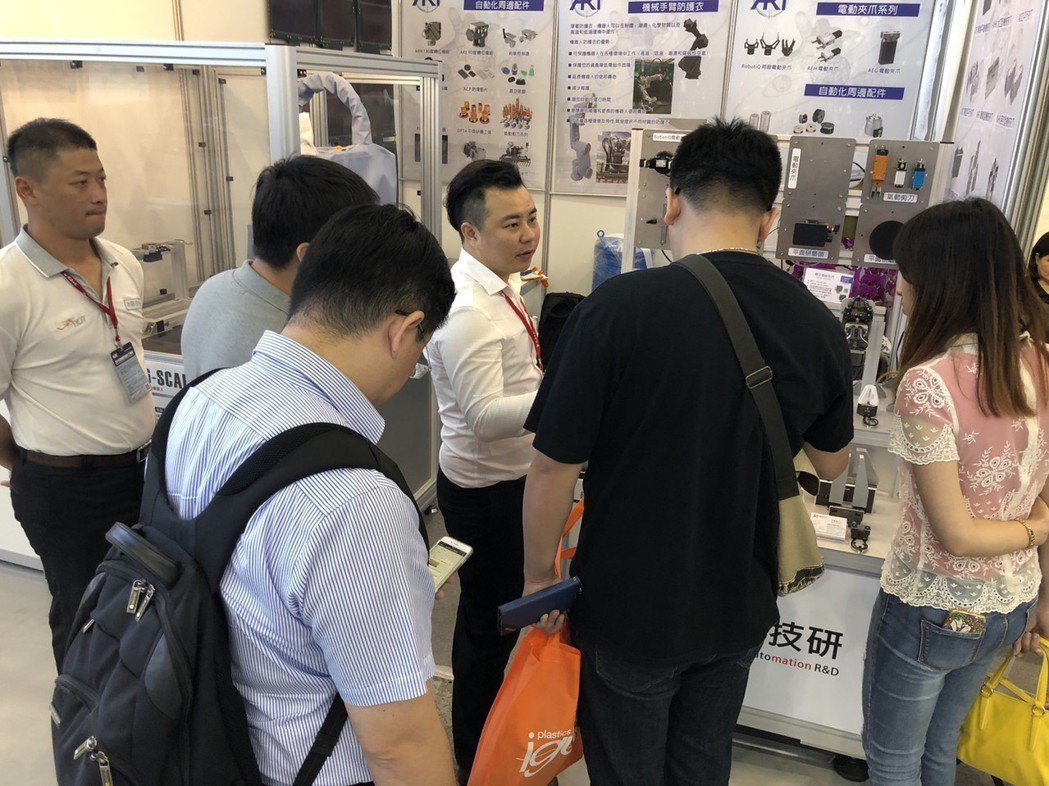 錡鋒技研「ART機械手臂夾爪」於今年高雄自動化工業展中,廣獲好評。莊智強/攝影
