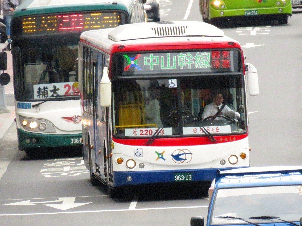 台北市公車中山幹線。 記者雷光涵/攝影