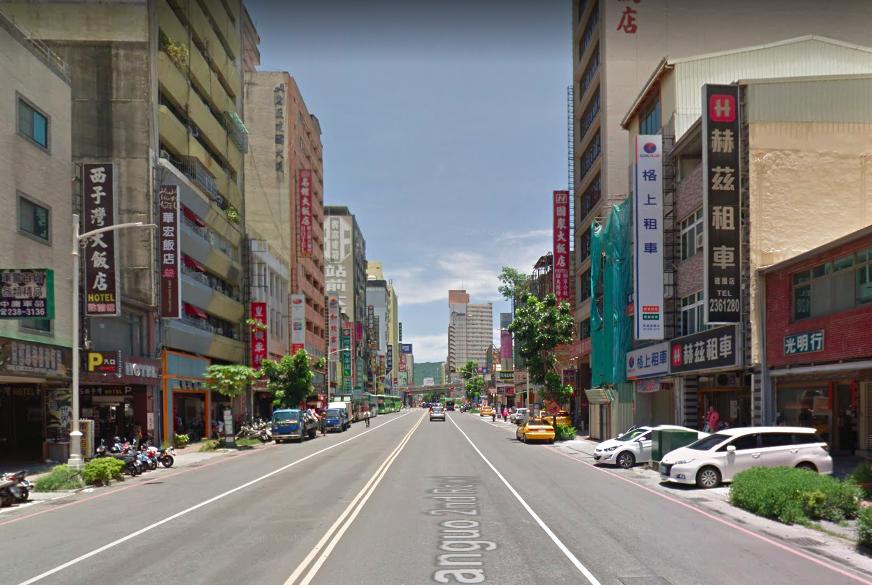高雄火車店前商旅生意大不如前。示意圖,圖擷自 Google Maps 街景。