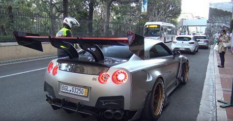 (炸隧道片)改裝車我們看了很多 但這麼大尾翼的GT-R 就連警察都好奇了!?