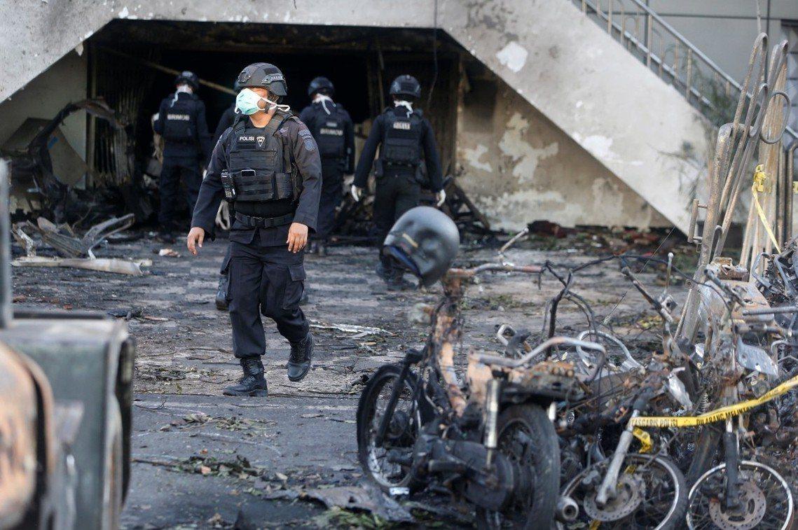 第三顆炸彈引爆點:泗水中央聖靈降臨日教堂。 圖/路透社