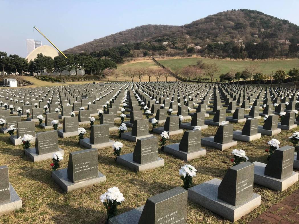 濟州四三紀念公園,行蹤不明者墓區。當時有許多濟州人沒有直接被處決,而是被送往各地...