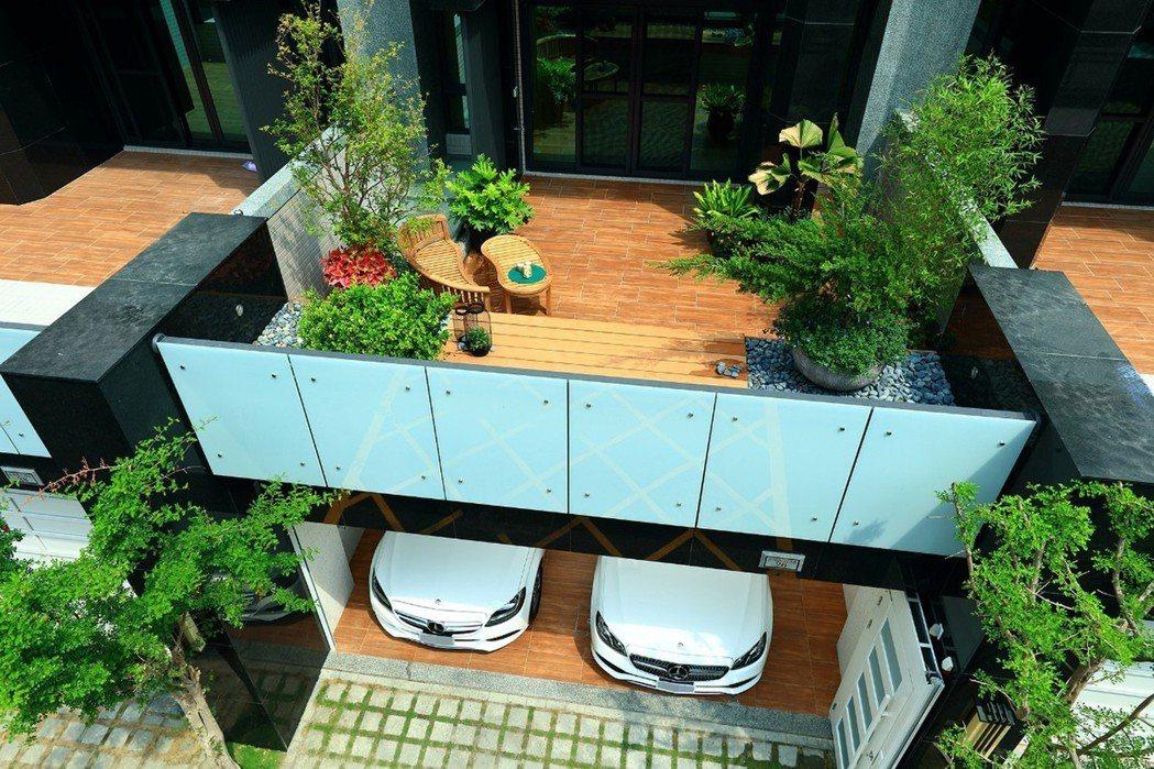 戶戶擁有私人景觀花園大露臺,享受風光明媚,綠意盎然,自然愜意生活。 圖片提供/德...