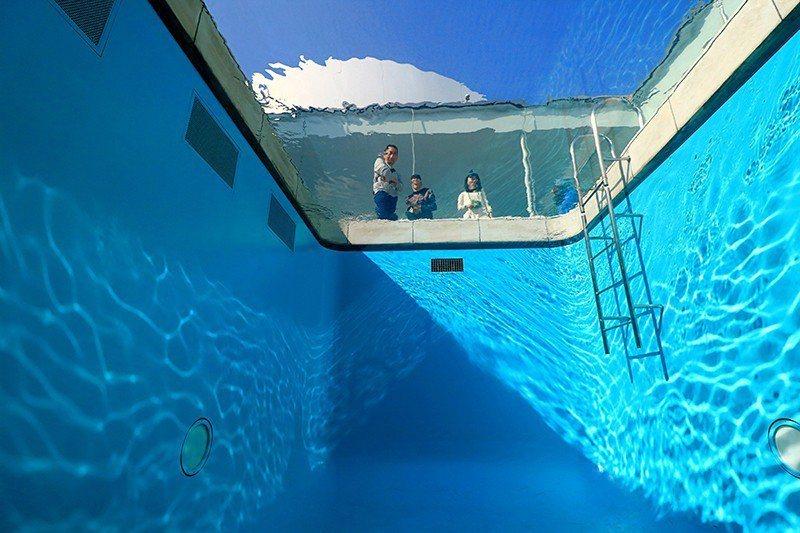 美術館最知名的泳池。