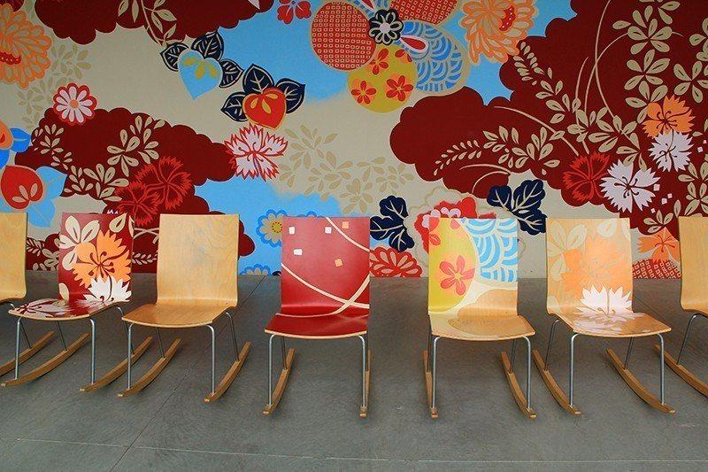 結合加賀友禪花紋的搖椅。