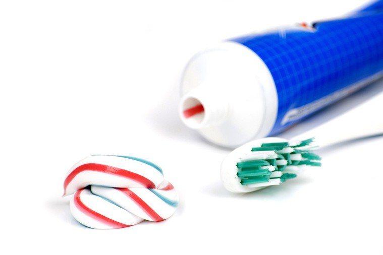 牙膏選用天然不含氟的好? 圖片/ingimage