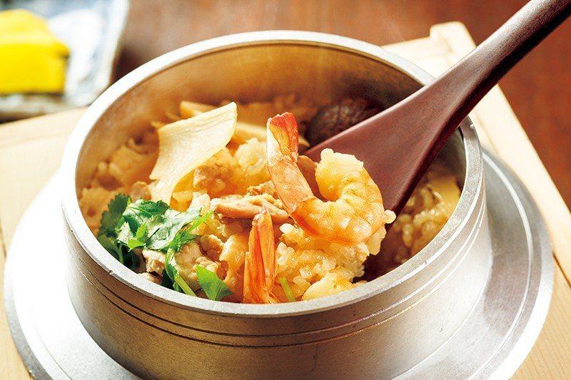 五目釡めし(五目釡飯)¥1080/加入鮮蝦、竹筍等食材炊煮,味道鮮濃。