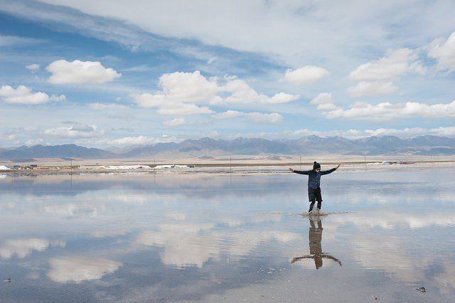 ▲天空之鏡-中國茶卡鹽湖。(圖/攝影者:Ting Him Mak, Flickr...
