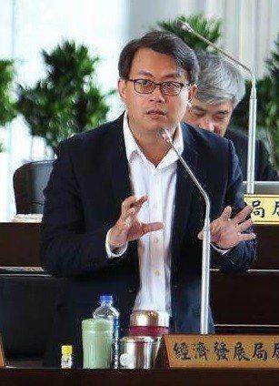台中市經發局長呂曜志減重後精神輕鬆,變年輕了。圖/台中市新聞局提供
