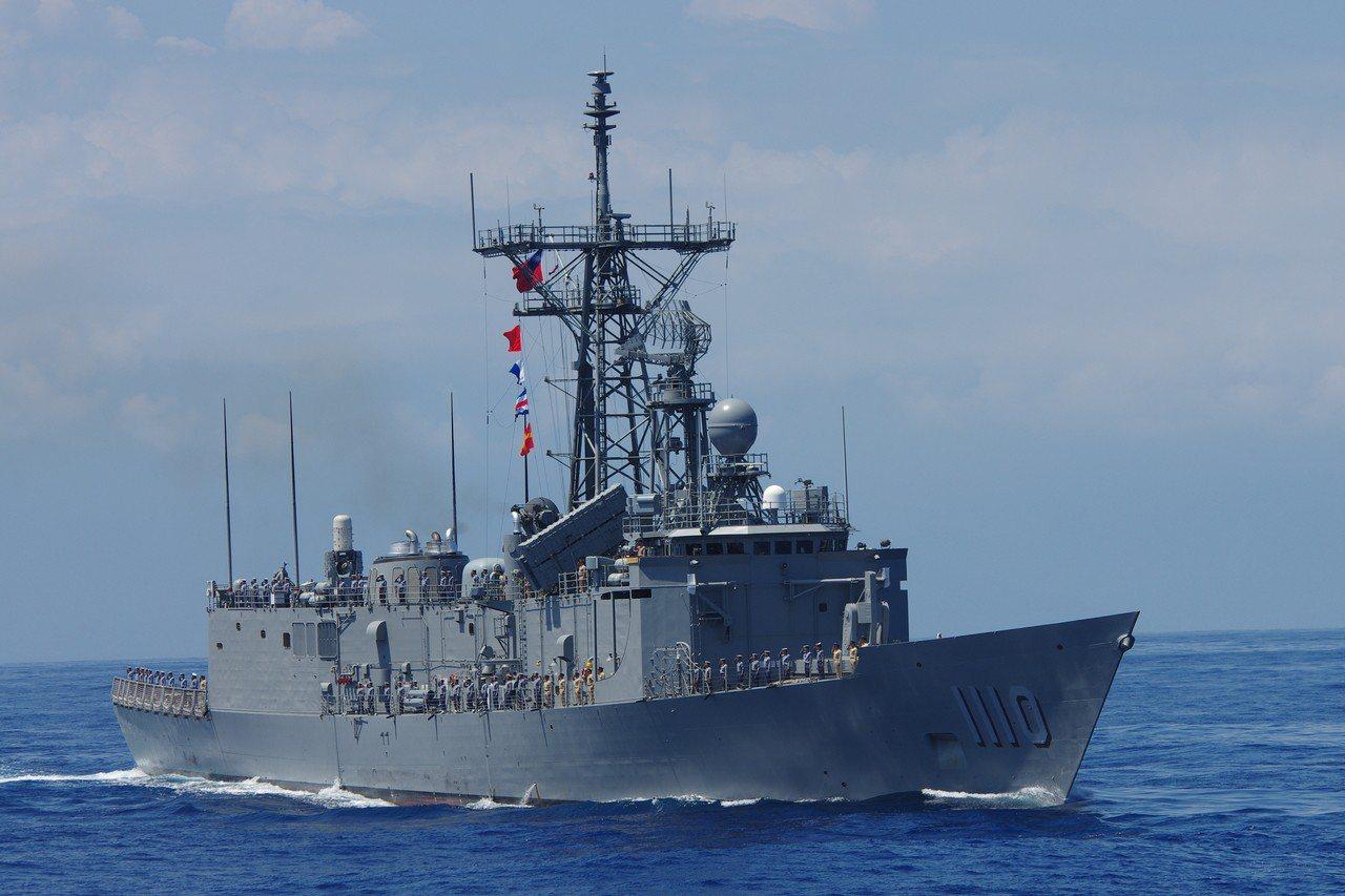 海軍現役的成功級巡防艦。記者程嘉文/攝影