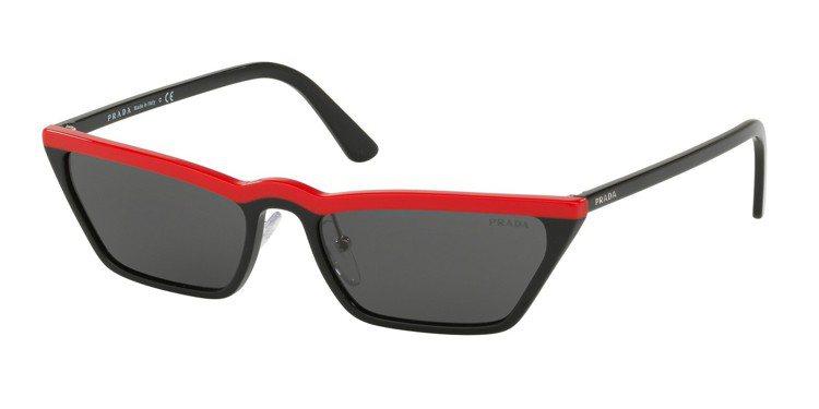 PRADA Ultravox系列太陽眼鏡,約20,200元。圖/Luxottic...