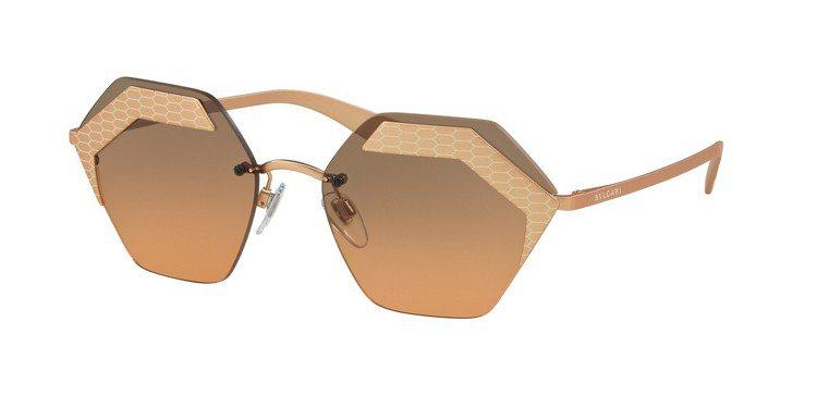 Bvlgari Serpenteyes系列太陽眼鏡,約16,100元。圖/Lux...