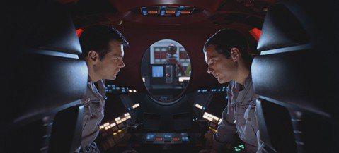 從來不會為自己的電影特別到坎城作宣傳的導演克里斯多福諾蘭,這次卻為了已故大導演史丹利庫柏力克的銀幕鉅作「2001:太空漫遊」上映50週年紀念專程來到坎城。坎城影展除了將這部影響後世甚鉅的作品選入「經...