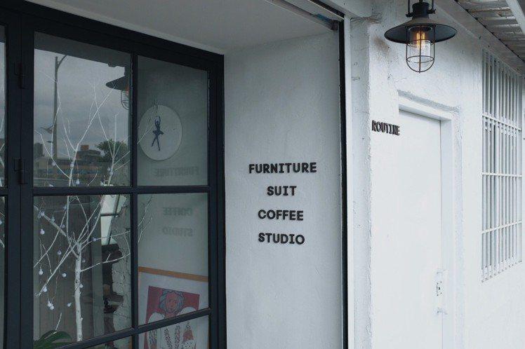 「Routine;」身兼攝影棚、西服訂製、傢俱及咖啡廳。圖/記者沈佩臻攝影