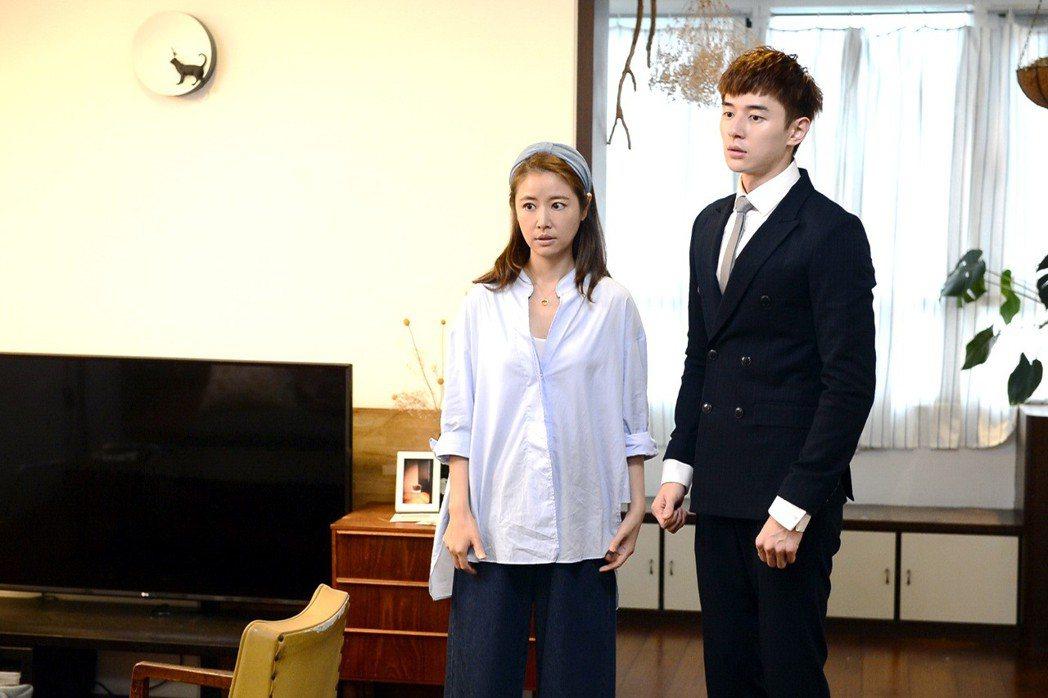 林心如(左)與張軒睿在「我的男孩」中上演「Happy Ending」。圖/八大提