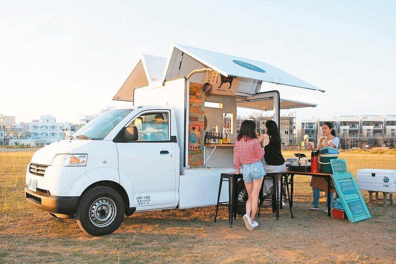 近千坪的空地上,只有一台餐車營業,相當可愛。 記者陳睿中/攝影