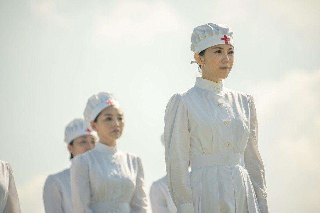 演員廖苡喬(前)在大愛電視台新戲「智子之心」中,首次擔任八點檔戲劇女主角,飾演日