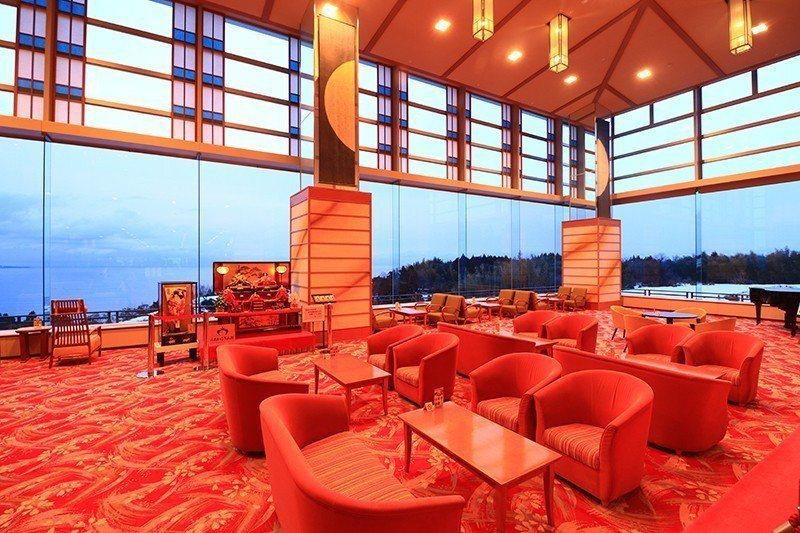 「磯花」是雨晴一帶唯一的景觀飯店,大廳及露天溫泉將美麗海景一次收納。