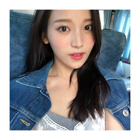 Youtuber蔡瑞雪亮麗的外形受網友注目,之前也赴韓國參加過選秀節目《偶像學校》,最近她在IG分享一張沒有使用濾鏡效果的照片,引發網友們熱議。蔡瑞雪常會在IG上分享自拍照,14日她難得分享了一沒有...