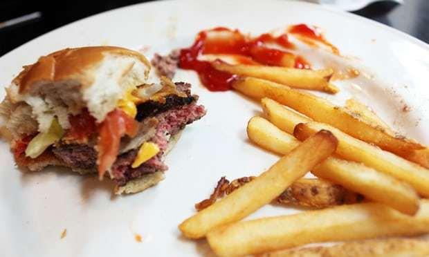 澳洲女子黛安娜(Dianne McGrath)發起挑戰,一整周都只吃餐廳剩食。...
