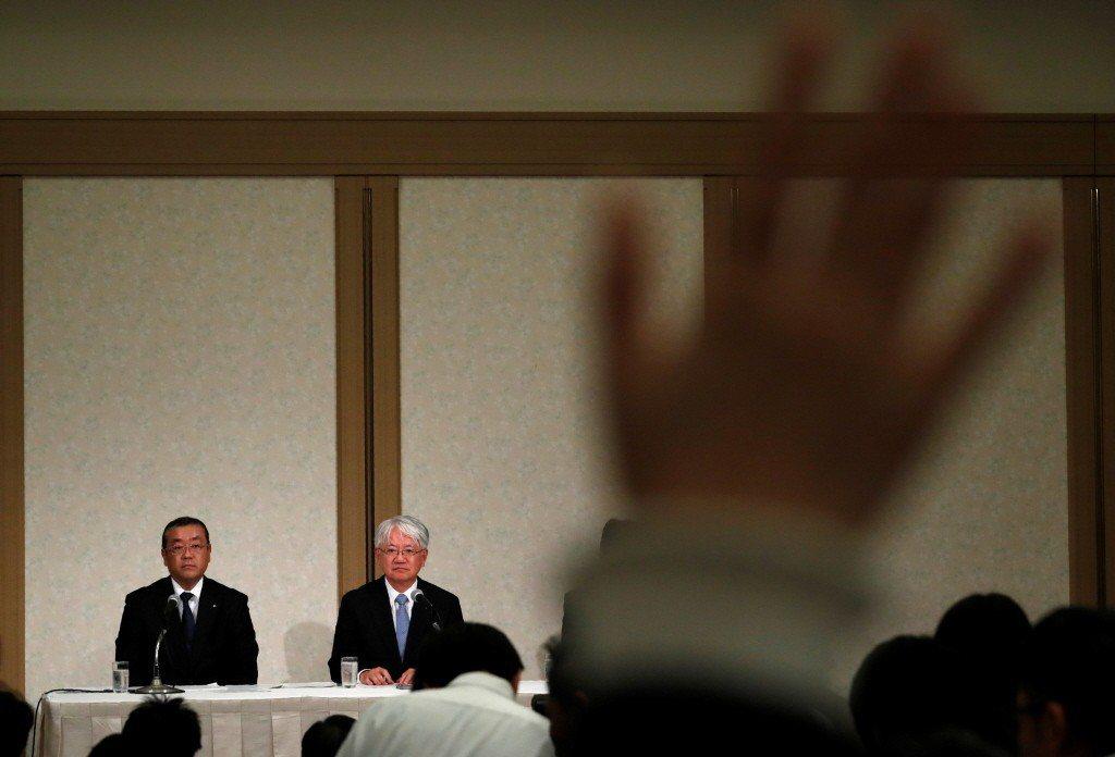 圖為日本第三大鋼鐵製造商神戶製鋼所社長川崎博也記者會。 圖/路透社