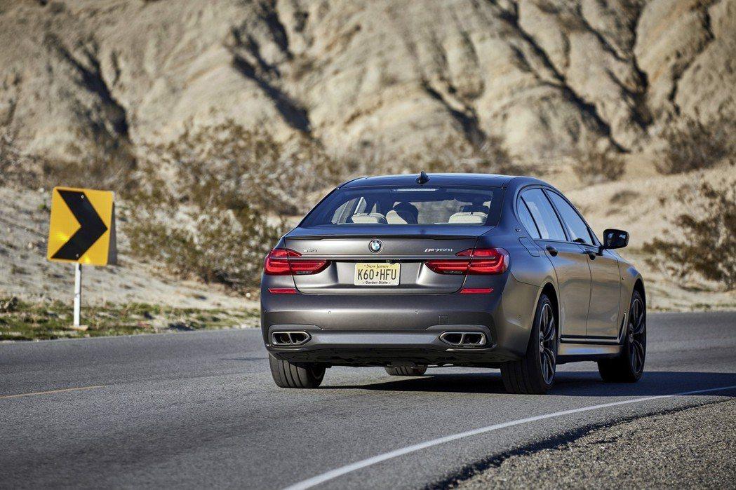 圖為BMW M760i。 摘自BMW