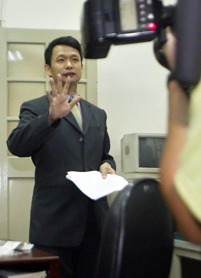 2007年高檢署檢察官侯寬仁,以貪汙治罪條例的「利用職務機會詐取財物」罪起訴馬英...