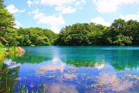 被譽為「日本九寨溝」的五色沼,是磐梯高原知名的自然景致。有行旅提供
