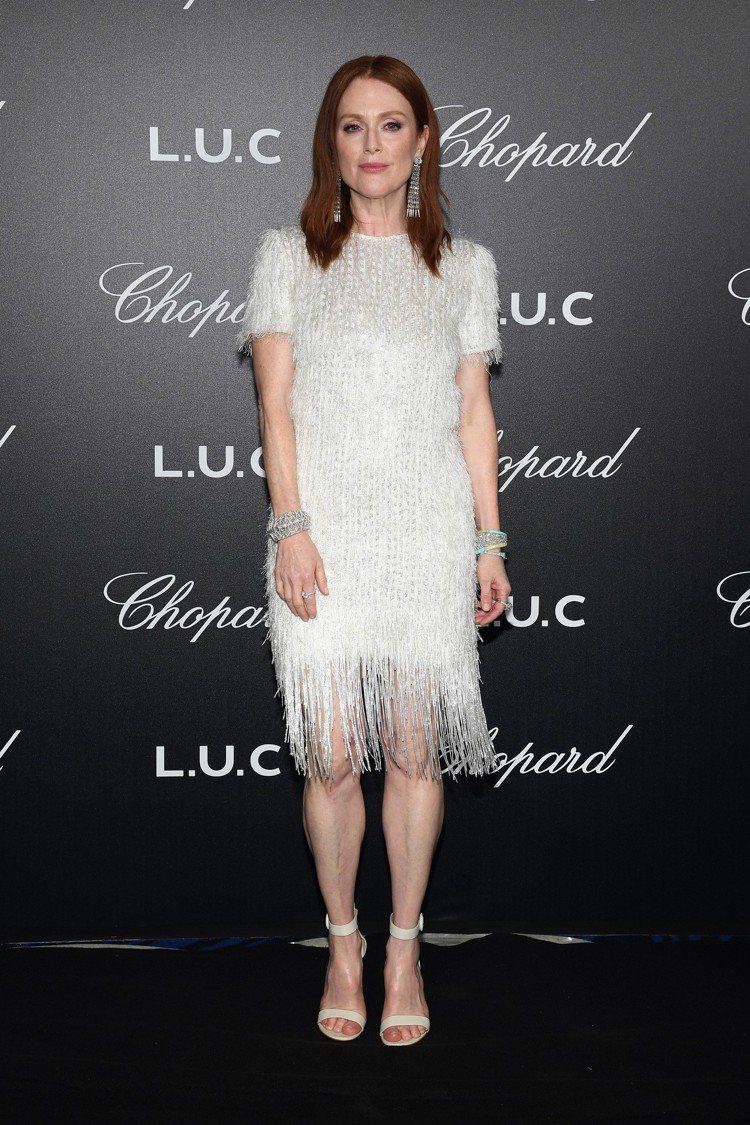 茱莉安摩爾以GIVENCHY的流蘇洋裝穿出年輕女孩的活潑嬌俏感。圖/GIVENC...