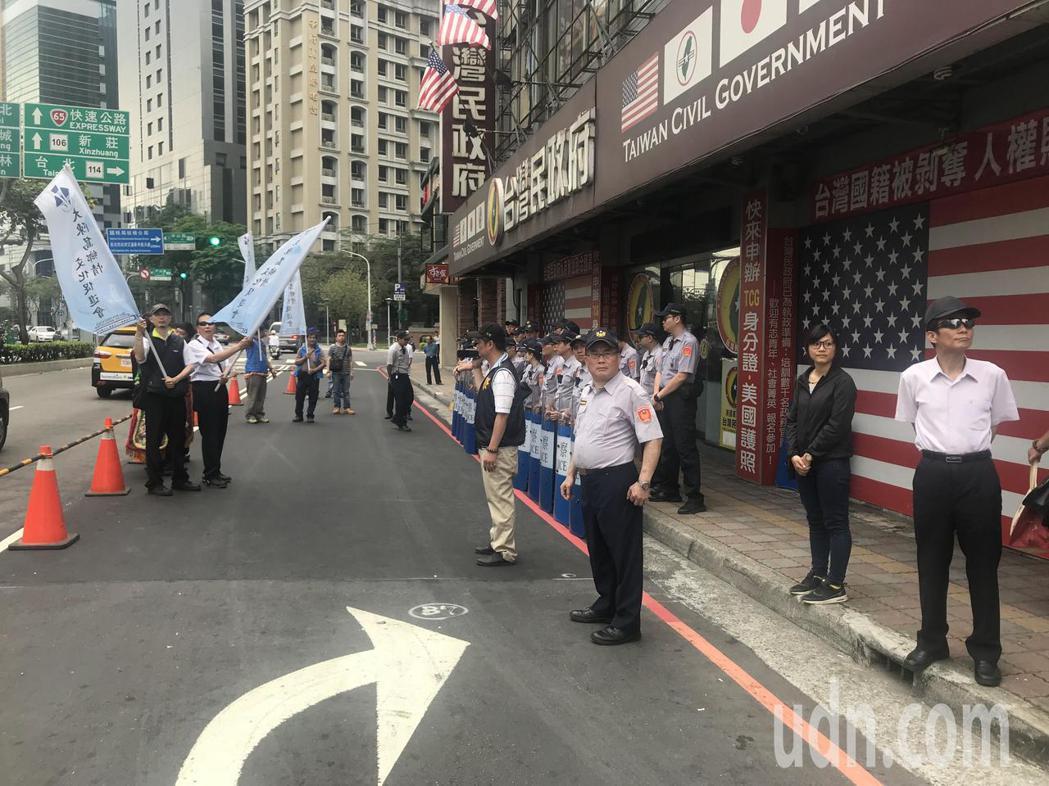 台灣民政府製作「遠東地區甲級戰犯名單」,連海山警分局長王順益(右一)都名列其中。...