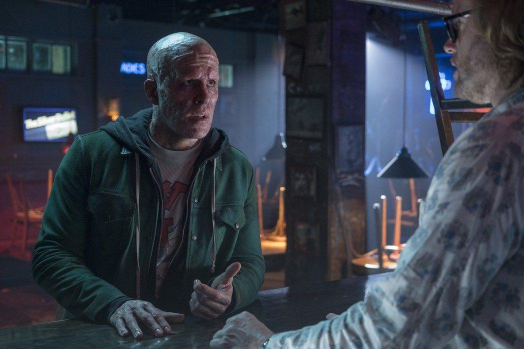 萊恩雷諾斯(左)再度扮演搞笑「死侍」,右為飾演「黃鼠狼」的演員T.J.米勒。圖/...