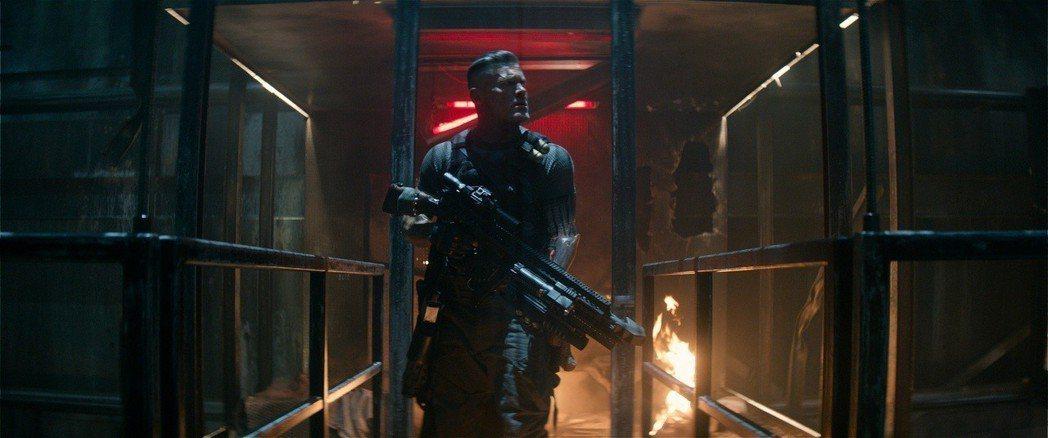 喬許布洛林在「死侍2」飾演重要配角「機堡」。圖/福斯提供