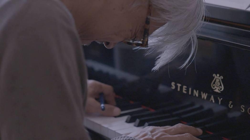 音樂大師坂本龍一將為「亡命之途」撰寫主題曲。圖/佳映提供