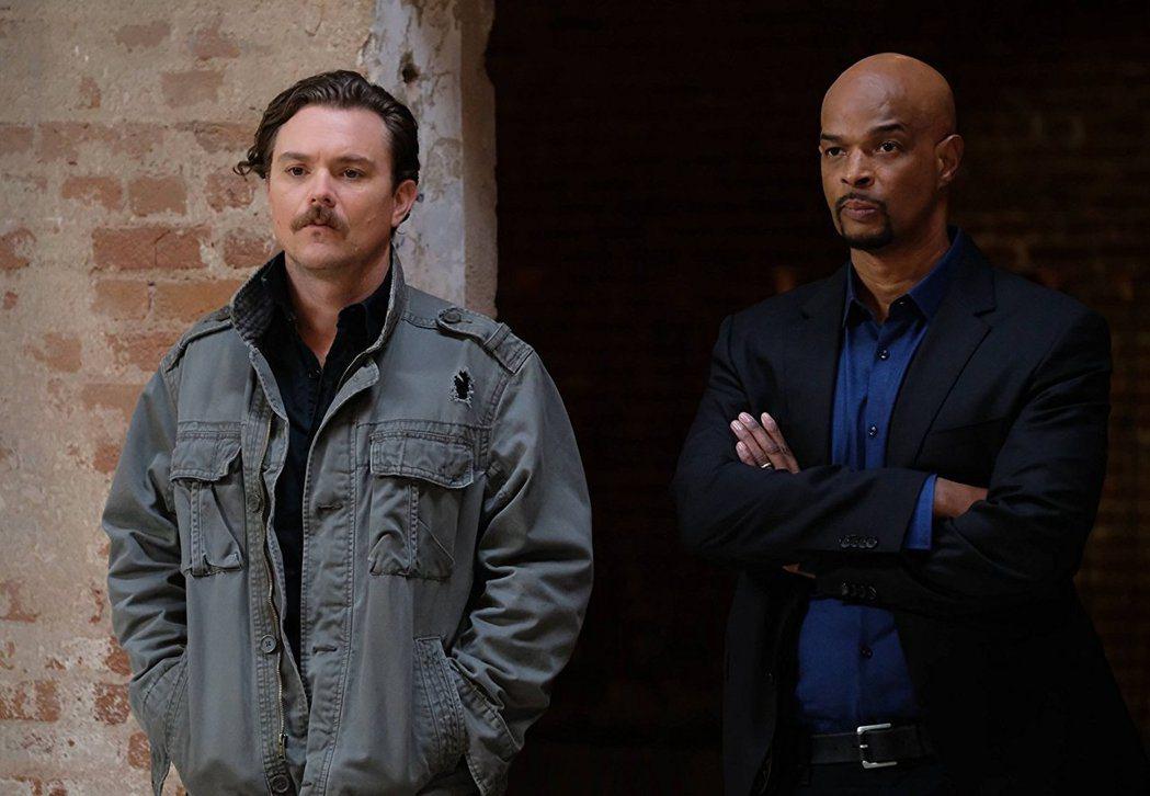 「致命武器」影集版讓克雷恩克勞佛(左)知名度大躍進。圖/摘自imdb