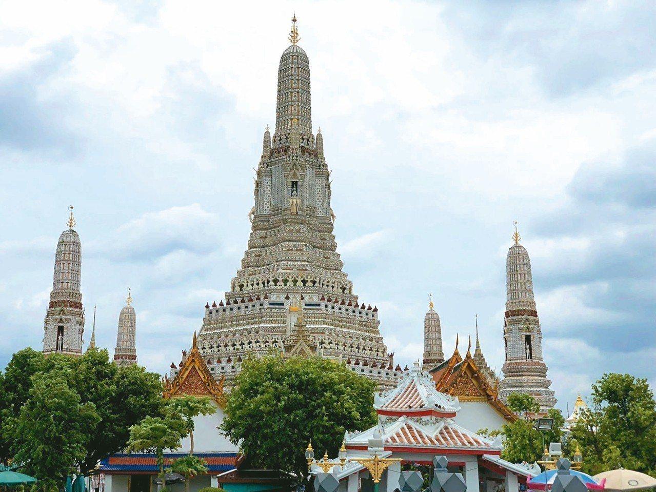 鄭王廟有泰國艾菲爾鐵塔的美稱。 記者魏妤庭/攝影