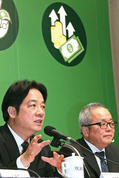 行政院長賴清德(左)前天率領行政院副院長施俊吉(右)等部會首長舉行記者會,宣示要...